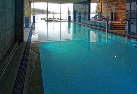 Prace wykończeniowe przy basenach w Holetu Przystań,  Olsztyn