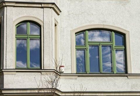 Wymiana stolarki i renowacja klatki schodowej w budynku Dyrekcji Regionalnej Poczty Polskiej przy ul. Pieniężnego 19