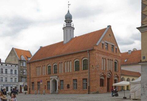 Wykonanie i montaż stolarki w odsłoniętych gotyckich elewacjach Starego Ratusza w Olsztynie.